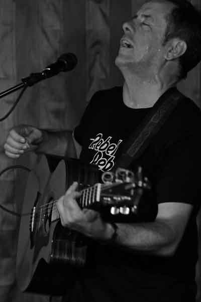 Luka Bloom at Caffe Lena (photo by Andrzej Pilarczyk)