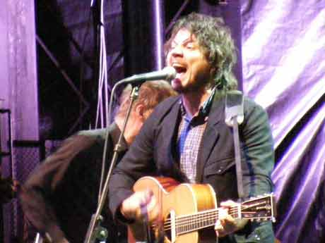 Jeff Tweedy swings for the fences