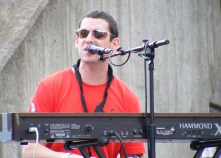 Mike Rakusin of Hi8tus