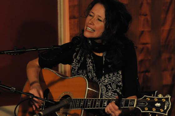 Sarah Lee Guthrie performing at Caffe Lena in 2010 (photo by Andrzej Pilarczyk)