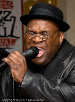 Barrence Whitfield (photo by Tom Uellner)