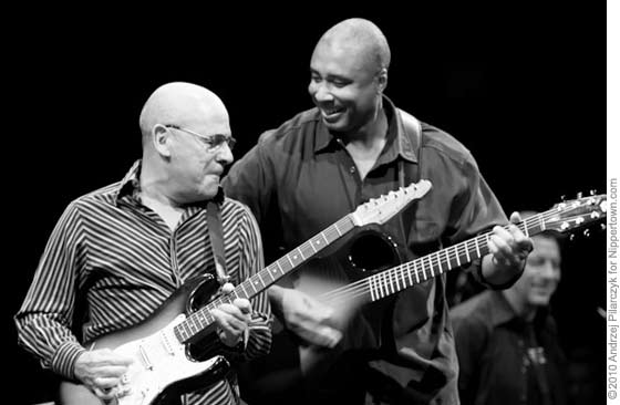 Julio Fernandez and Bernie Williams