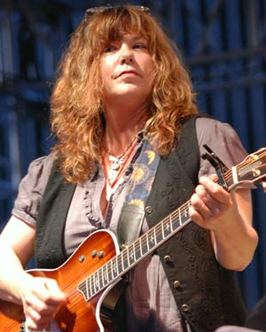 Susan Cowsill performing at Empire State Plaza in 2009 (photo by Al Goldberg)