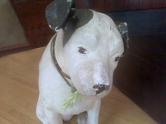 Nipper! (Photo of Nipper in an eyeglasses store on West Broadway in Manhattan by TL Stone)