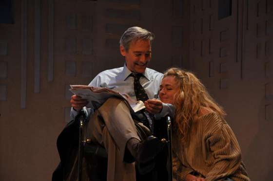 Greg (David Adkins) and Sylvia (Rachel Bay Jones) share a cozy moment (photo: Jaime Davidson)