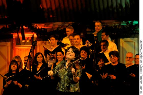 Eileen Ivers and The Tri-City Christmas Ensemble Choir