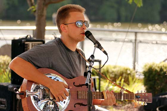 Evan Gavry @ The Riverlink Singer-Songwriter Festival (photo by Stanley Johnson)
