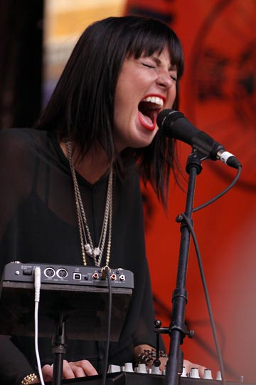 Sarah Barthel of Phantogram @ Pearlpalooza (photo by Stanley Johnson)