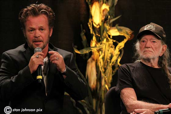 John Mellencamp and Willie -Nelson (photo by Stanley Johnson)