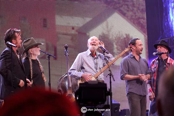 JOhn Melloncamp, Willie Nelson, Pete Seeger, Dave Mathews and Neil Young  @ Farm Aid