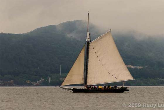 A photgraph of the Clearwater Sloop by Rudy Lu