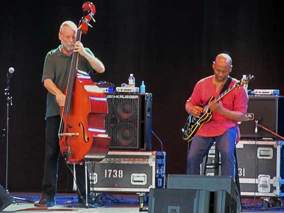 Dave Holland and Kevin Eubanks (photo by Richard Brody)