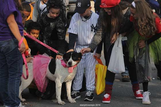 Halloween-parade-10-25-14-E2_nt