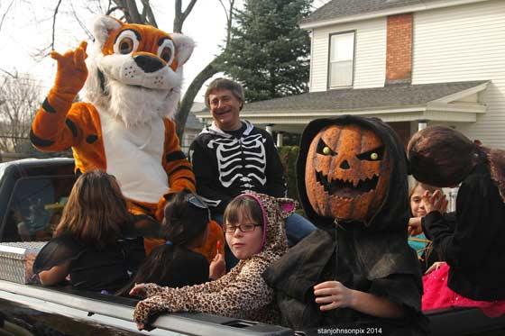 Halloween-parade-10-25-14-L2_nt