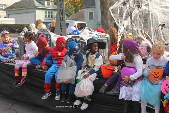 Halloween-parade-10-25-14-N2_nt