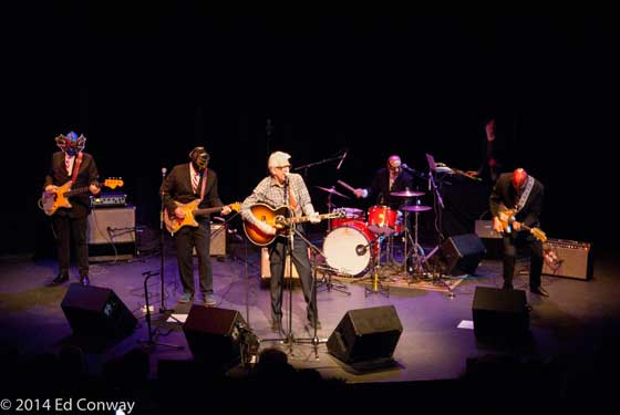 Nick Lowe and Los Straitjackets (photo by Ed Conway)