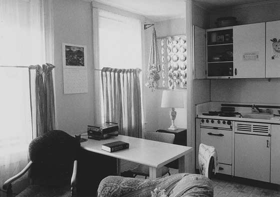 1990 efficiency appartment