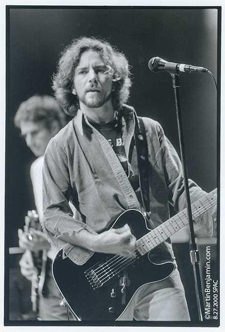 8_27_2000_Pearl-Jam-SPAC-Nipper