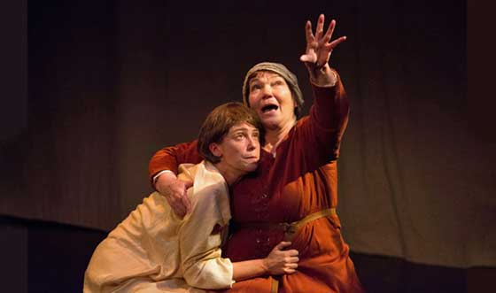 Anne Troup as Joan Arc and Tina Packer as Isabelle Arc.