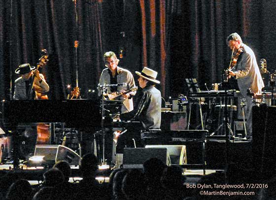 Dylan-and-his-band-nipper