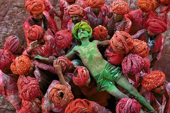 Steve McCurry - Holi Man. Rajasthan, India 1996, color photograph